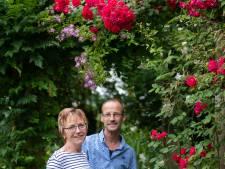 Bennie en Lammechien delen het paradijsje achter hun huis in Tollebeek