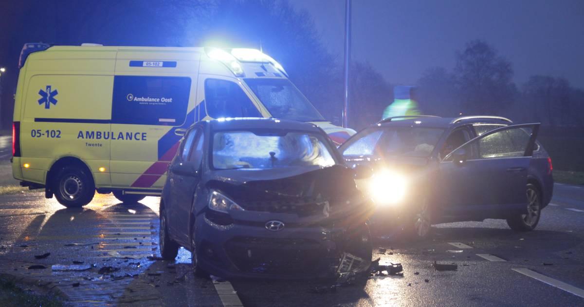 Kind en twee volwassenen gewond bij aanrijding in Rijssen.