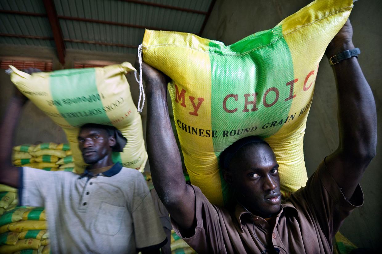 Arif Hussain, hoofdeconoom van het Wereldvoedselprogramma (WFP): 'Je buurland laten verhongeren is nooit een goed idee, en keert zich tegen je als een boemerang.' Beeld Sven Torfinn