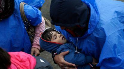 Hongarije sluit vluchtelingen op in containerkampen