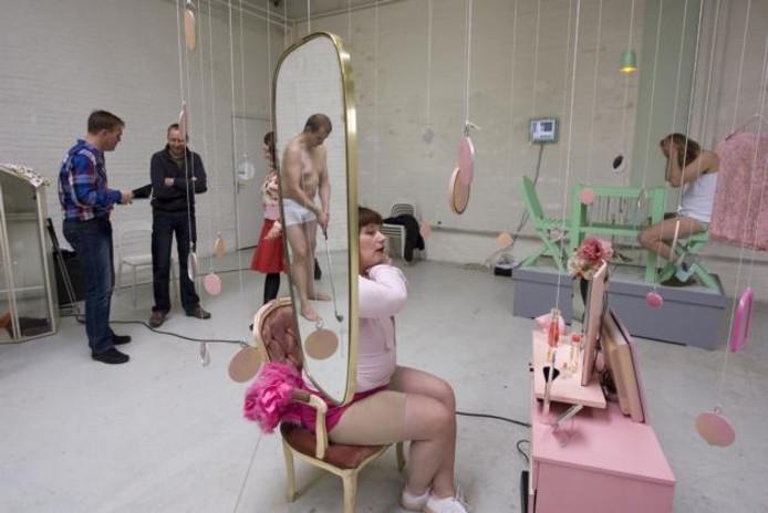 Leden van theatergroep Maandagskinderen tijdens een repetitie. Komend weekeinde zijn drie voorstellingen te zien.foto Ronny te Wechel
