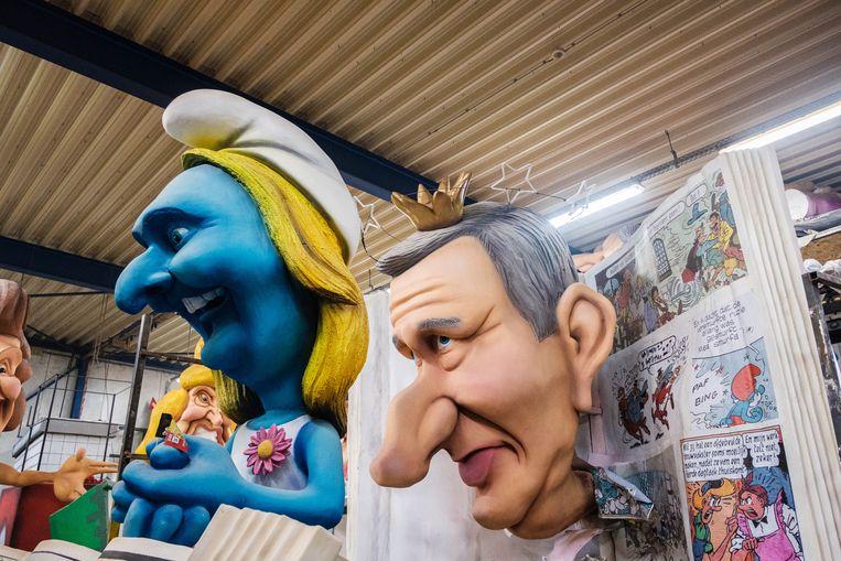 Karikaturen van koning Filip en politica Gwendolyn Rutten. Beeld Wouter van Vooren