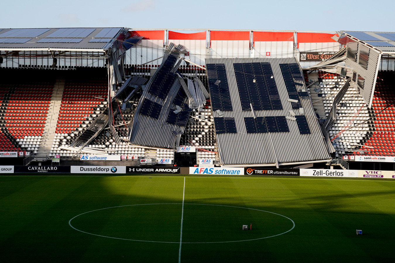 Roof stadium of AZ Alkmaar collapsed, stadion, estadio during Roof stadium of AZ Alkmaar collapsed NETHERLANDS, BELGIUM, LUXEMBURG ONLY COPYRIGHT BSR/SOCCRATES