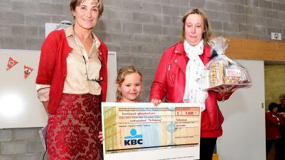 Slotfeestje met cheque voor de Rode Neuzen Dag in de Knipoog