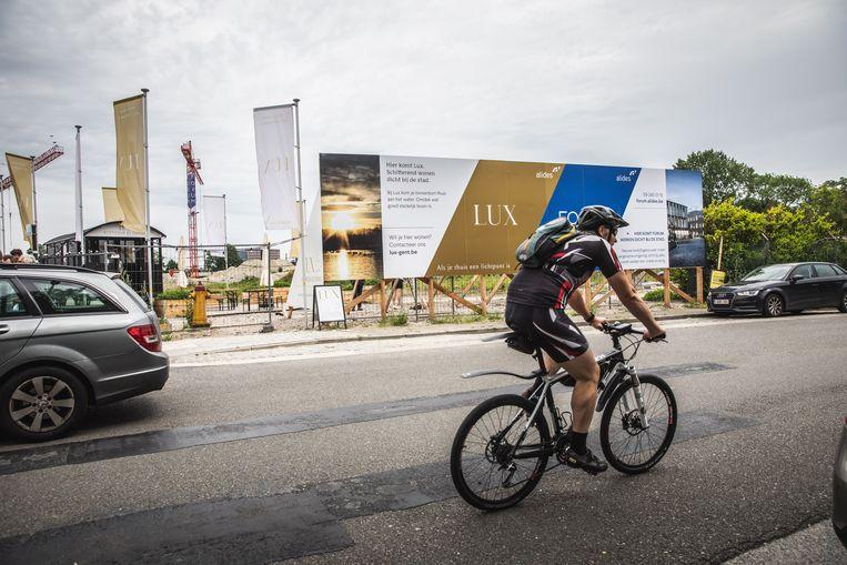 Het vastgoedproject verrijst langs de Toemaattragel op een boogscheut van het stadscentrum.