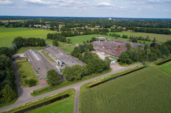 De voormalige varkensproefboerderij, die wordt omgetoverd in een proeftuin voor de land- en tuinbouw. Aan de linkerkant staan de varkensstallen.