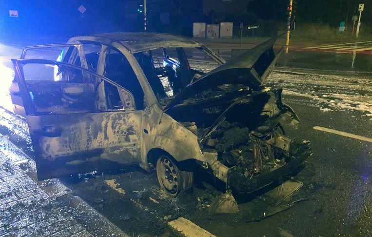 De auto was volledig verwoest.