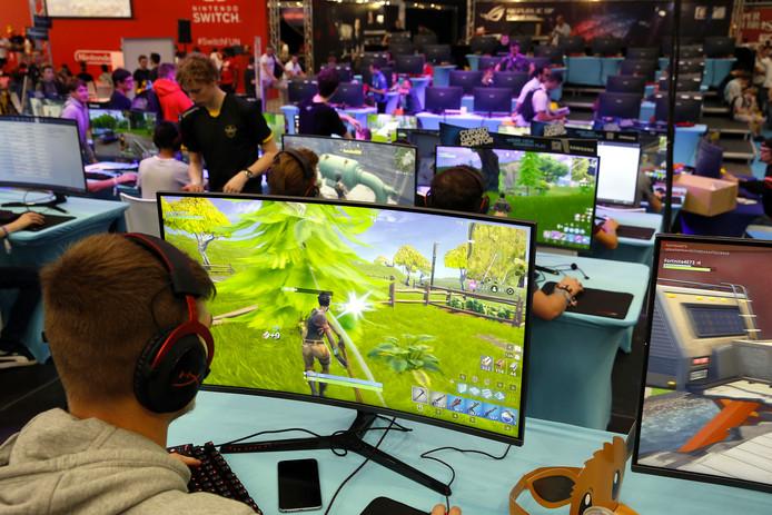 Fortnite-spelers op een gamebeurs