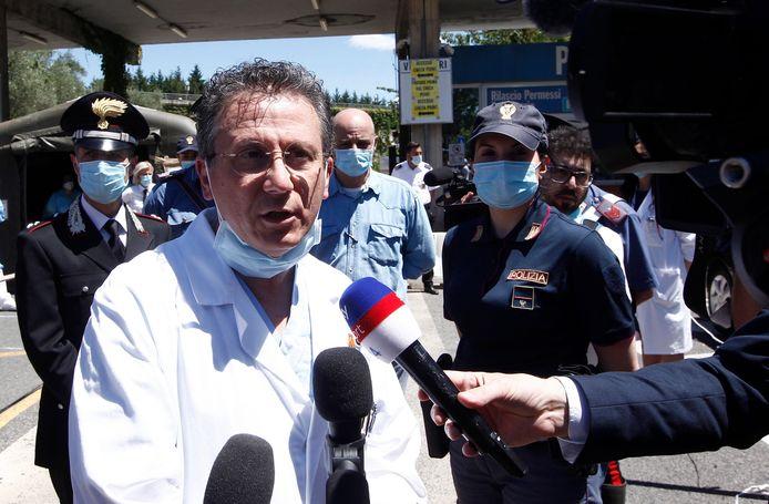 Een behandelend arts geeft journalisten een update over de toestand van Zanardi.