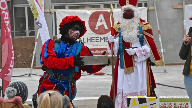 Sinterklaas legt eerste steen gloednieuwe Sint-Lodewijksschool