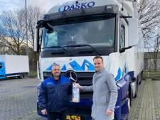 Chauffeurs van transporteur uit Zwolle krijgen mondkapjes en ontsmettende zeep mee tegen corona