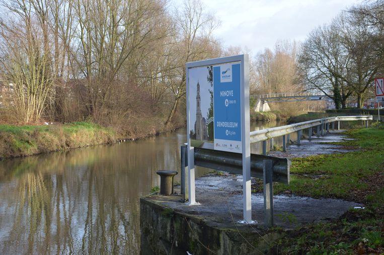 Het infobord aan het stadspark in Ninove.