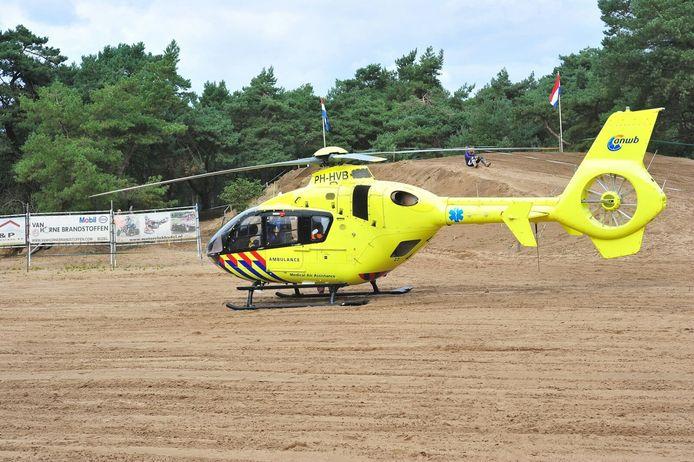 Traumahelikopter bij ongeval op crossbaan in Budel.