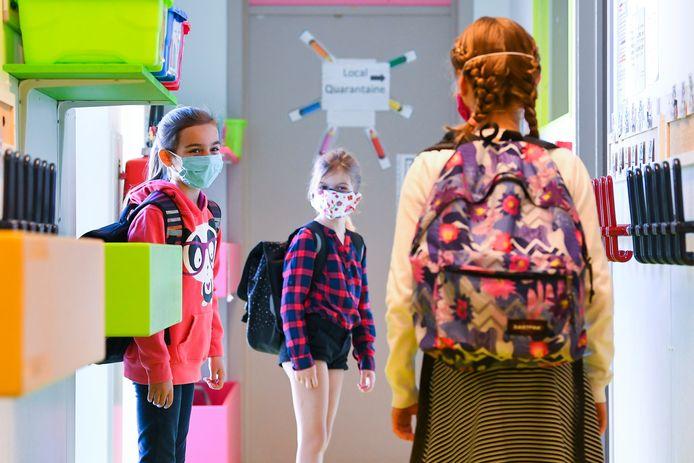 Certains enfants se réjouissent de revoir leurs amis, mais craignent la façon dont les journées vont se dérouler. Illustration.