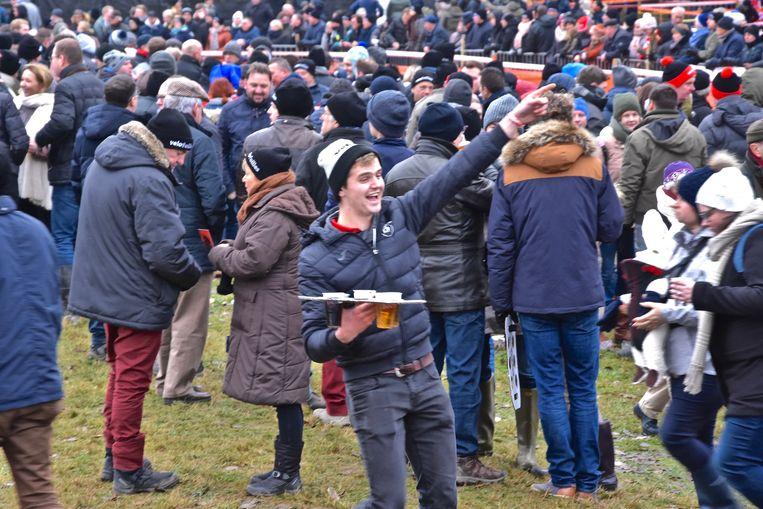 Hexia cyclocross Gullegem - Aan ambiance en bier geen gebrek langs het parcours