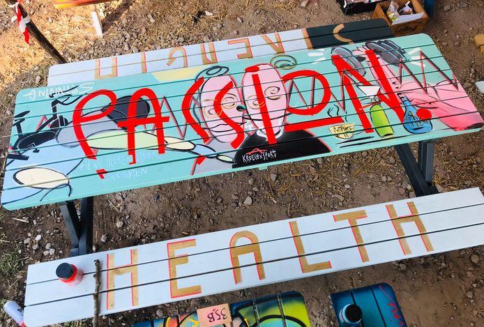 Een door Scheltema beschilderde tafel.