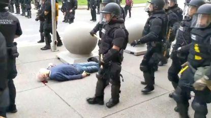 57 agenten uit Buffalo, NY nemen ontslag uit solidariteit met collega's die werden geschorst omdat ze oudere man tegen grond duwden