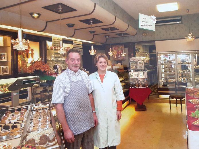 Koos en Joke den Heijer in de winkel aan de Wagenstraat in Den Haag.