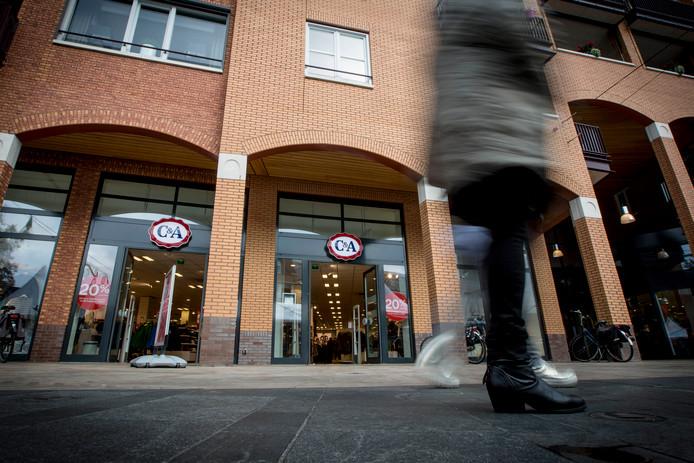 Er is nog steeds geen nieuwe huurder gevonden voor het voormalige C&A-pand aan het Henri Dunantplein in Nijverdal. Het wordt nu verdeeld in vier kleine units.