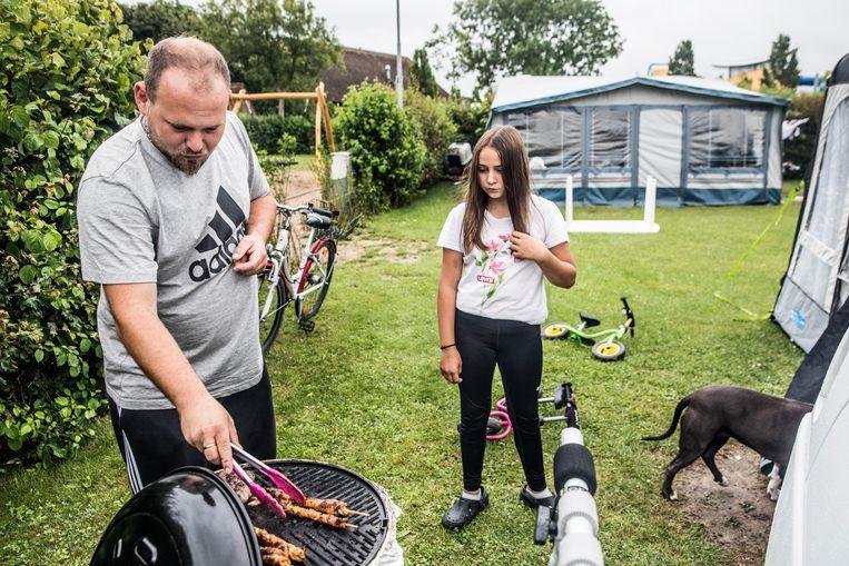 Barbecue op Camping de Pekelinge -  niet de expatfamilies uit dit verhaal. Beeld Aurélie Geurts