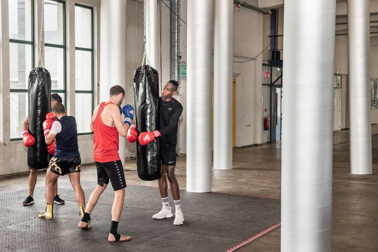 Bokstraining in de nieuwe kunstruimte Het Hem in Zaandam.  Beeld Simon Lenskens