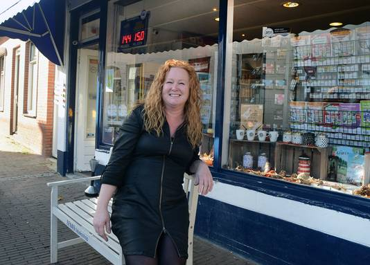 Lena Feijtel runt de tabakswinkel in de Nieuwstraat.  ,,Je zit in de Plantage heel vrij met een diepe tuin. Dat vind je voor dat geld nergens.''
