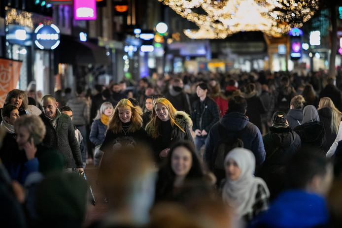 Drukte tijdens Black Friday in de Eindhovense binnenstad.
