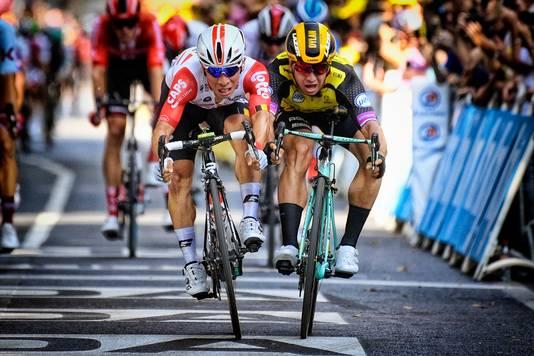 Cees Bol (midden) speelde geen rol van betekenis in de sprint.