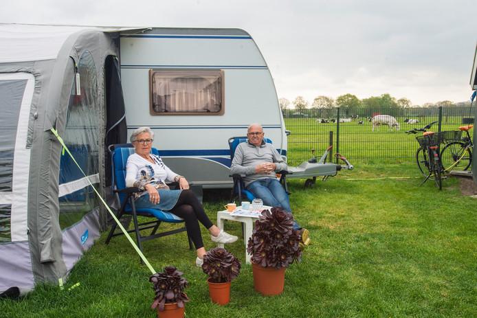 Wim en Corry Overkleeft genieten van de rust van het Brabantse platteland.