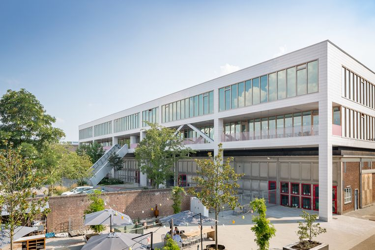 Het gebouw dat door architectenbureau Space Encounters over de voormalige opslagloods van het Prodentcomplex is gebouwd. Beeld Peter Tijhuis