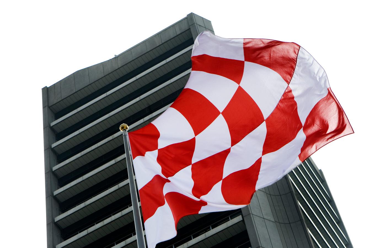 De Brabantse vlag, wapperend bij het Provinciehuis in Den Bosch. Hoe lang nog?
