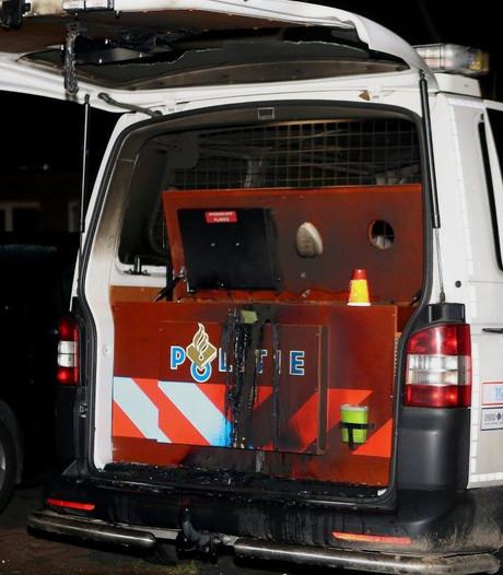 Criminoloog: 'Aansteken van politiebus is provocatie van het gezag'