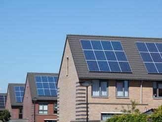 Eén aannemer voor 650.000 zonnepanelen op sociale woningen: sectorfederaties ontevreden