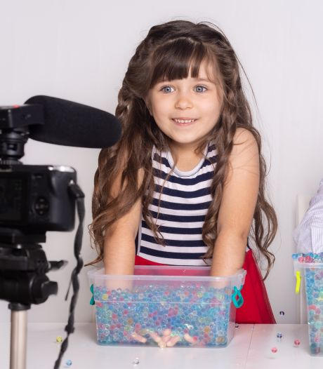 Grote zorgen om jonge vloggers: is hier sprake van kinderarbeid?