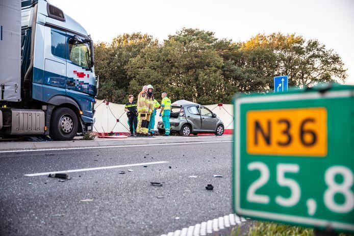 De hulpverleners op de plek direct na het ongeluk.
