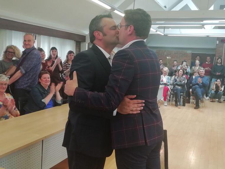 Tim Bens en Kris Peetermans (rechts) zijn in de echt verbonden.