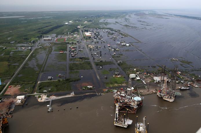 Na de tropische storm Harvey staan delen rond Sabine Pass (Texas) onder water.