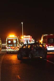 Meerdere gewonden bij ongeluk op A15, weg uren dicht