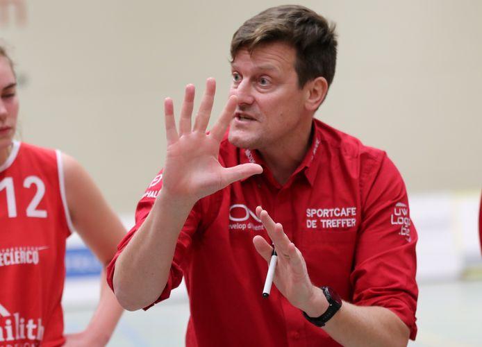 Coach Frederic Claessens is blij met de progressie die zijn speelsters dit seizoen al maakten.