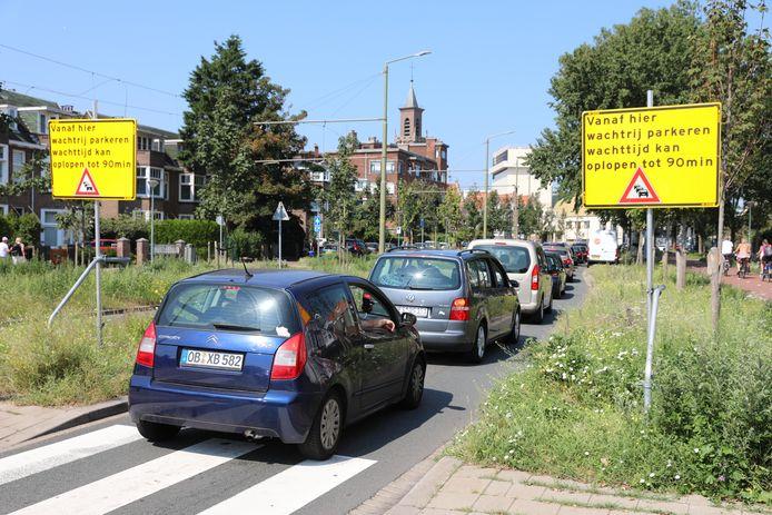 Op de Strandweg werden automobilisten vanochtend al gewaarschuwd voor de beperkte parkeerruimte.
