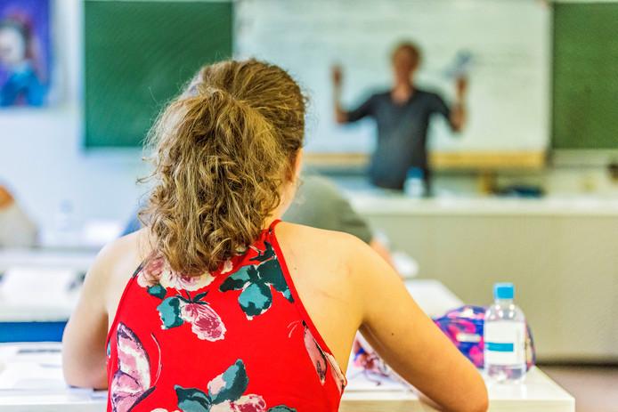Verzekeraars en banken worden ingezet in de strijd tegen het lerarentekort.