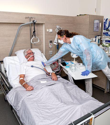 Verpleegkundige Lotte (44) kreeg zelf corona: 'Na een bezoek aan de supermarkt stond het zweet op mijn rug'