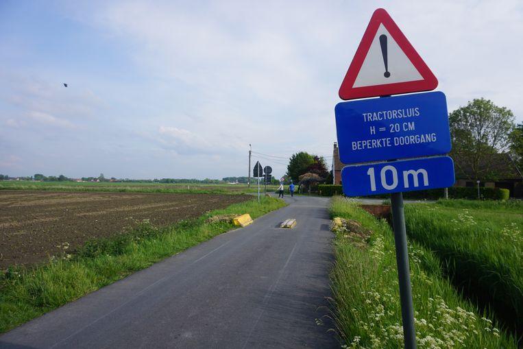 De tractorsluis in de Mosselstraat verhindert de doorgang van personenwagens