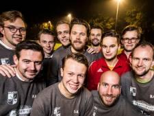 Haaksbergse hockeymannen laten baard en snor staan voor het goede doel