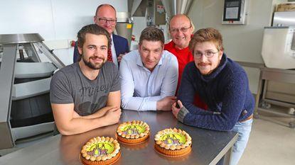 Bakkers brengen taart uit ter ere van Steltenlopers
