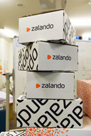 Pakketjes met kleding van Zalando.