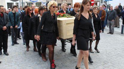 De begrafenis zoals hij die zelf wou: Pim De Rudder door 8 vrouwen naar laatste rustplaats gedragen