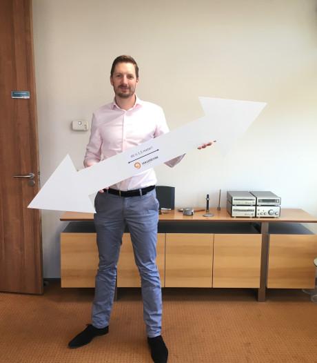 Dit is 1,50 meter, laat Apeldoorner Marc van Gerrevink met zijn coronapijlen zien
