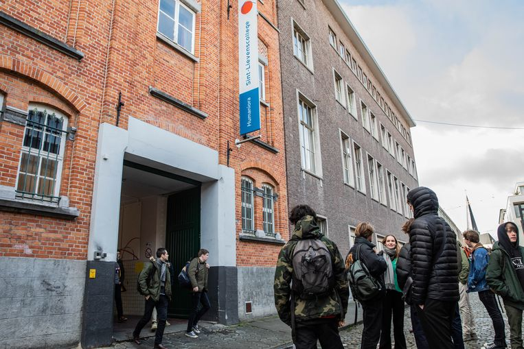 Het Sint-Lievenscollege is momenteel gevestigd aan Zilverenberg.