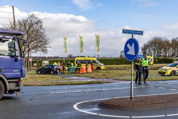 Een vrouw is om het leven gekomen na een ongeluk op de Vijf Eikenweg in Oosterhout.